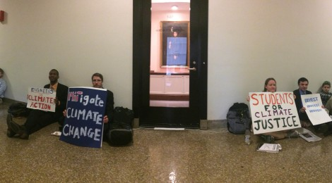 2015.10.22 - Sit-in for divestment at President's office
